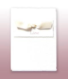 Lieve Oud Hollands wit geboortekaartje met ivoorwit satijn vlinderstrikje voorvertoon