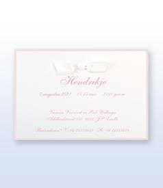 Hendrikje Ambachtelijk wit geboortekaartje met satijn vlinderstrikje voorvertoon