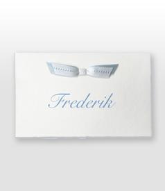 Frederik Oud Hollands wit geboortekaartje met dubbel vlinderstrikje voorvertoon