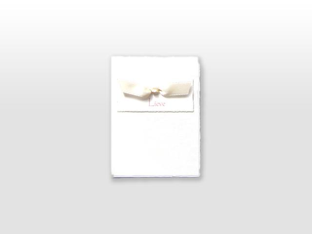 Lieve Oud Hollands wit geboortekaartje met ivoorwit satijn vlinderstrikje